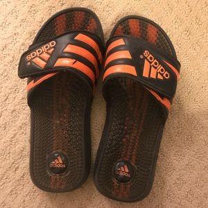 adidas Shoes - preloved super comfy adidas slides